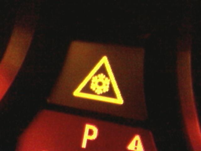 загарелось на панели треугольник с воскл.знаком